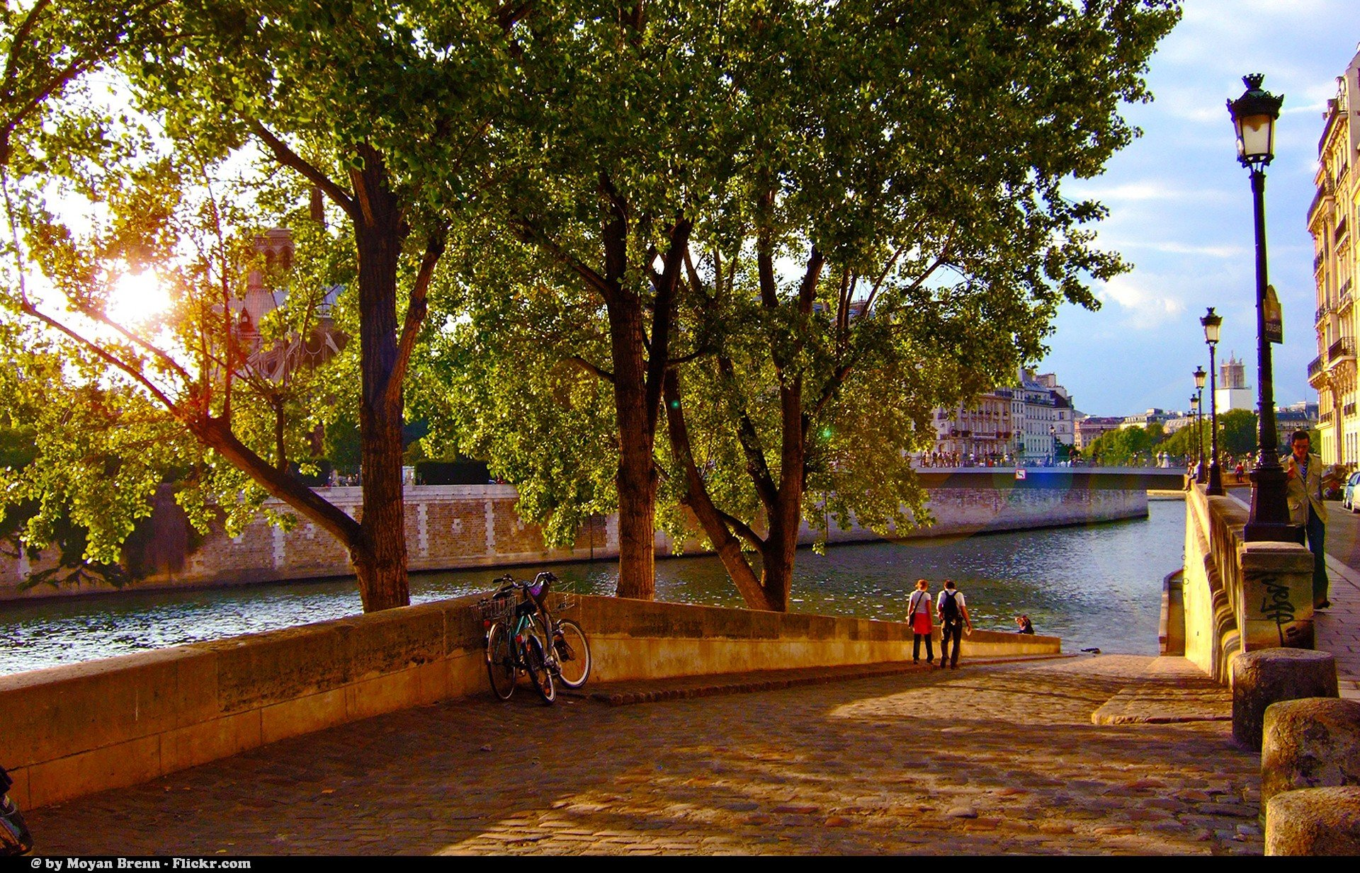 Paris - a view of Ile de La Cite' seen from the east bank of Seine, from Ile de St. Louis